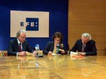 Firma del convenio con la Agencia EFE y el Instituto Cervantes que pondrá en marcha Practica español