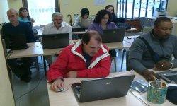 Alumnos de cinco nacionalidades finalizan el curso de 'Uso inteligente de Internet', impartido por el CIL de Trobajo del Camino.