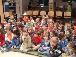 """El """"Cuento de los niños del arco iris"""" educa en el no racismo"""
