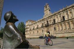 El Ayuntamiento de León abre la inscripción para las ayudas de acción social