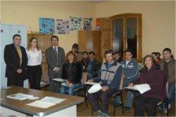 El Centro de Integración Local de Benavente asiste a la charla de Caja España