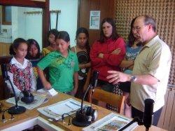 El Centro de Integración Local visita la asociación cultural Radio Briviesca