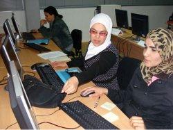 El CIL de Ponferrada ofrece clases de informática y dispone de Ciber gratuito